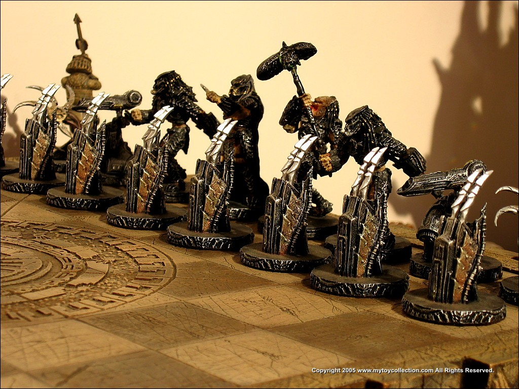 Predator Stuff Gallery Sota Toys AvP Chess Set Img 0721JPG